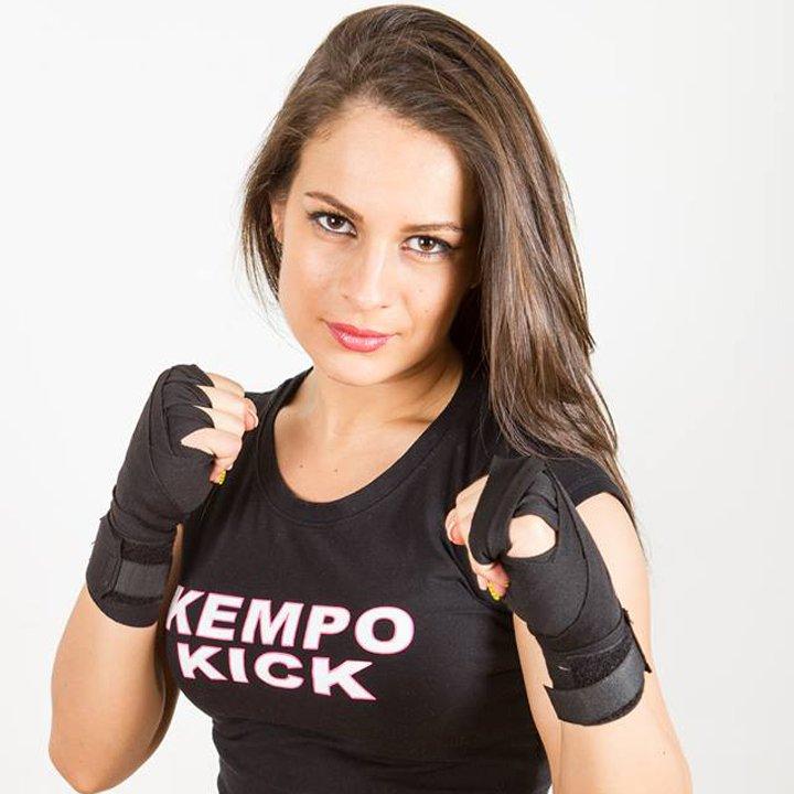 Kempo Kick te ajută să lupţi cu kilogramele în plus. Din februarie la LadyFIT!
