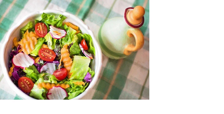 Salată de vară - Panzanella cu dovlecei și rosii